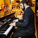Male Pianist 10313